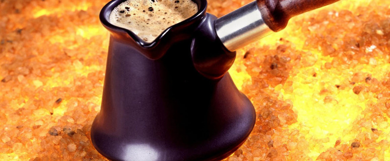 утренний ван кофе в джезве на молоке на углях