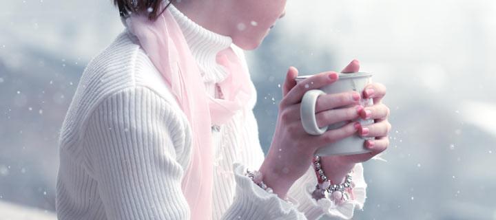 девушка женщина снег чашка кофе