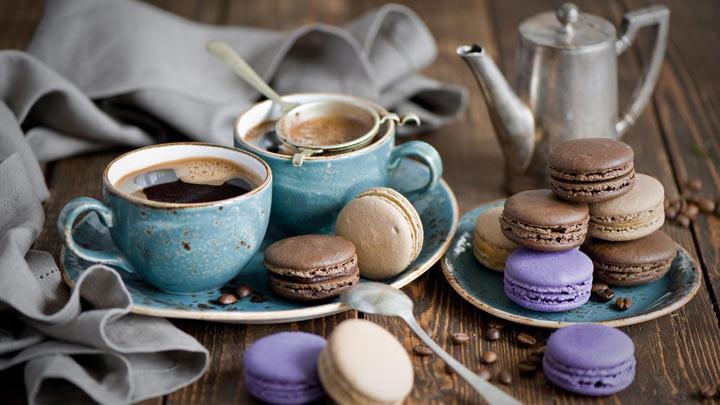 кофеёк со сладостями макарон макарун